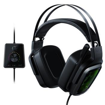 雷蛇(Razer)ディア海魔7.1 v 2ゲームのヘッドフォンのヘッドセットは、コンピュータヘッドセットを装着しています。